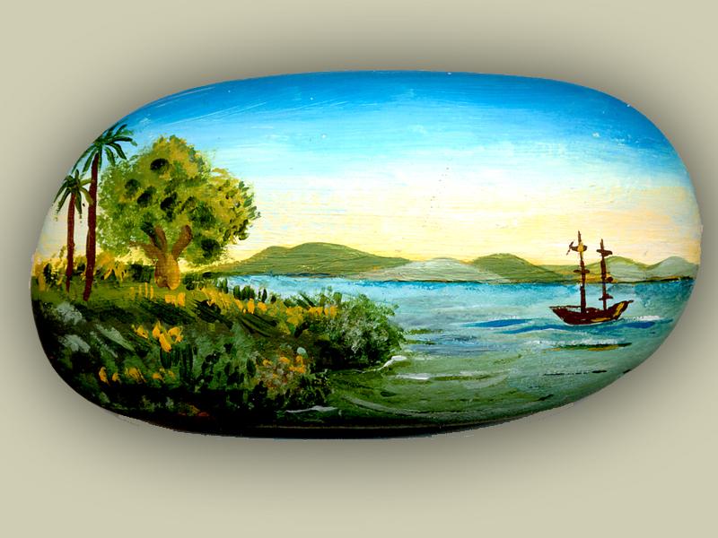 Sasso dipinto con paesaggio marino
