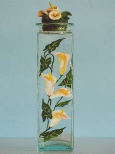 Bottiglia in vetro dipinta con motivo di calle