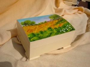 Scatola in legno con paesaggio dipinto a mano