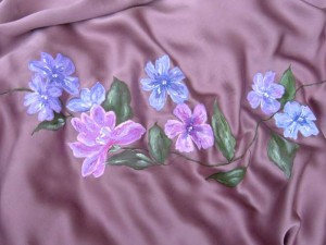 Stola dipinta a mano con motivi floreali